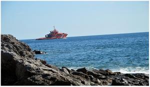 Patrouillenboote und Flugzeuge sind im Einsatz